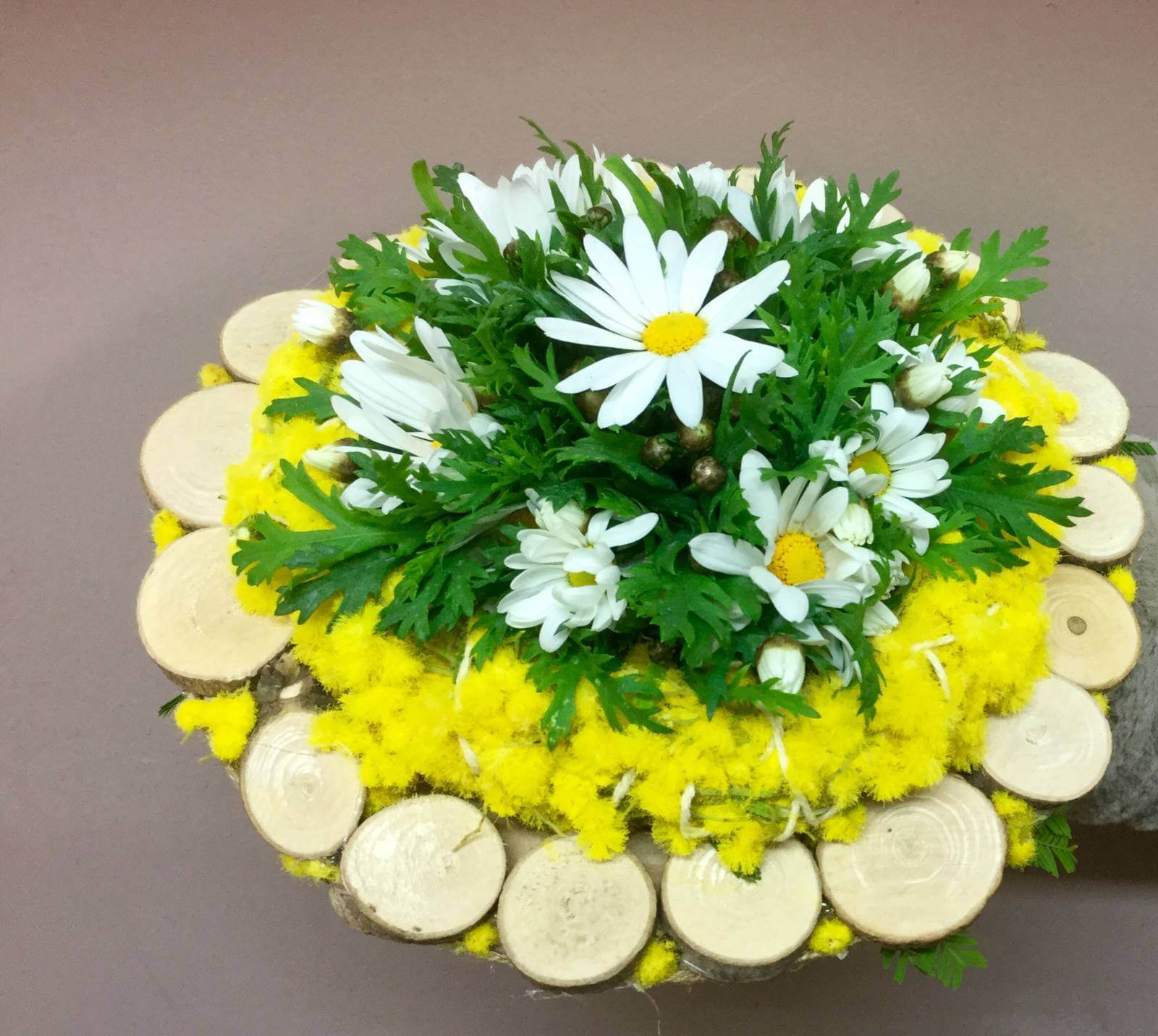Bouquet and floral arrangements to give away for March 8th