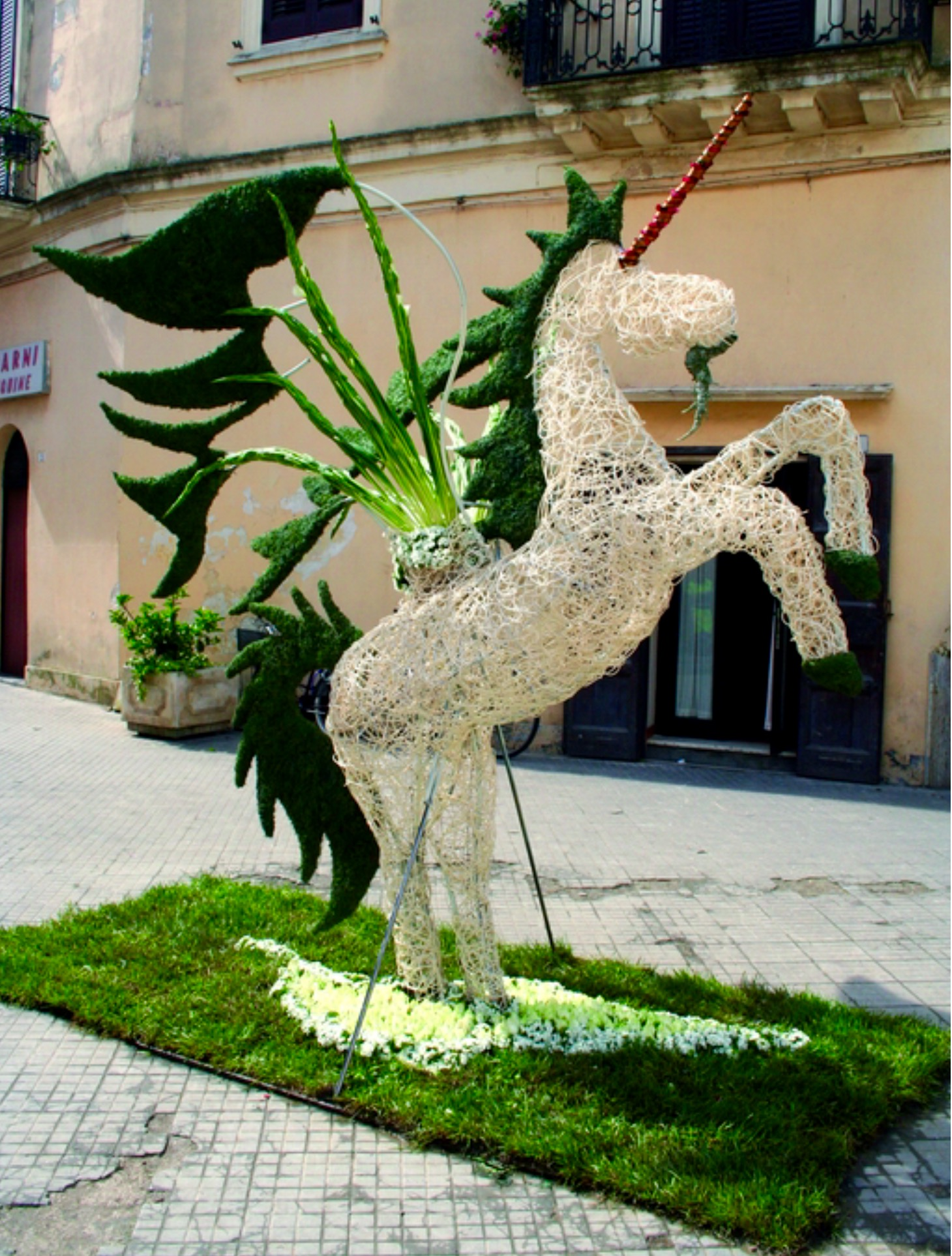 Plant and flowers sculptures - Flowers and ideas Marielena
